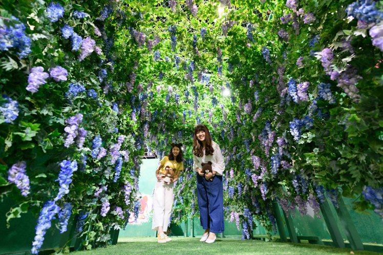 高雄夢時代即日起至7/27在夢時代8樓時代會館推出「小熊學校の花漾樂園」展。圖/...