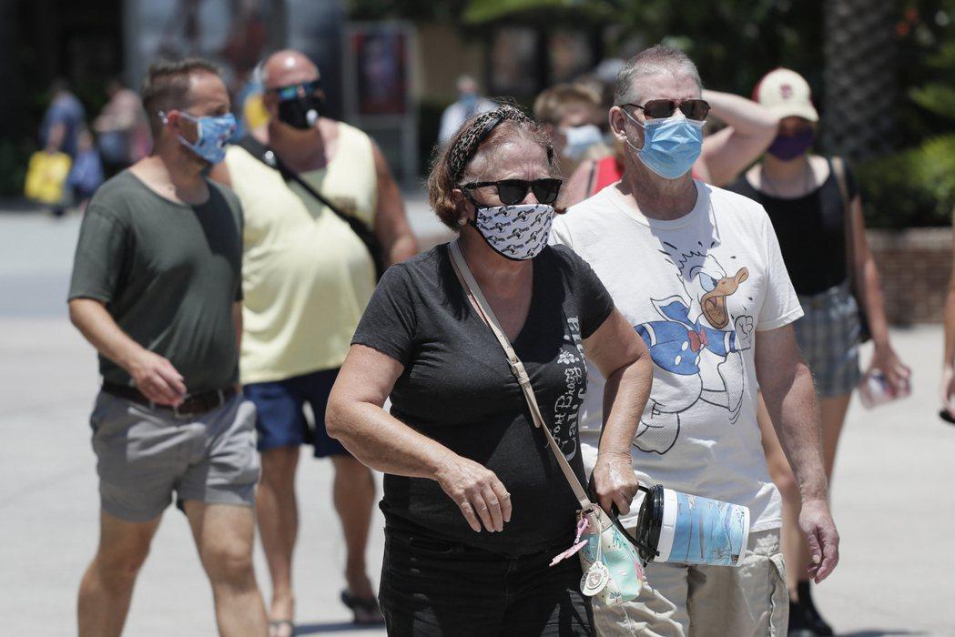 新冠疫情在全球各地出現升溫趨勢,恐拖累經濟活動。美聯社