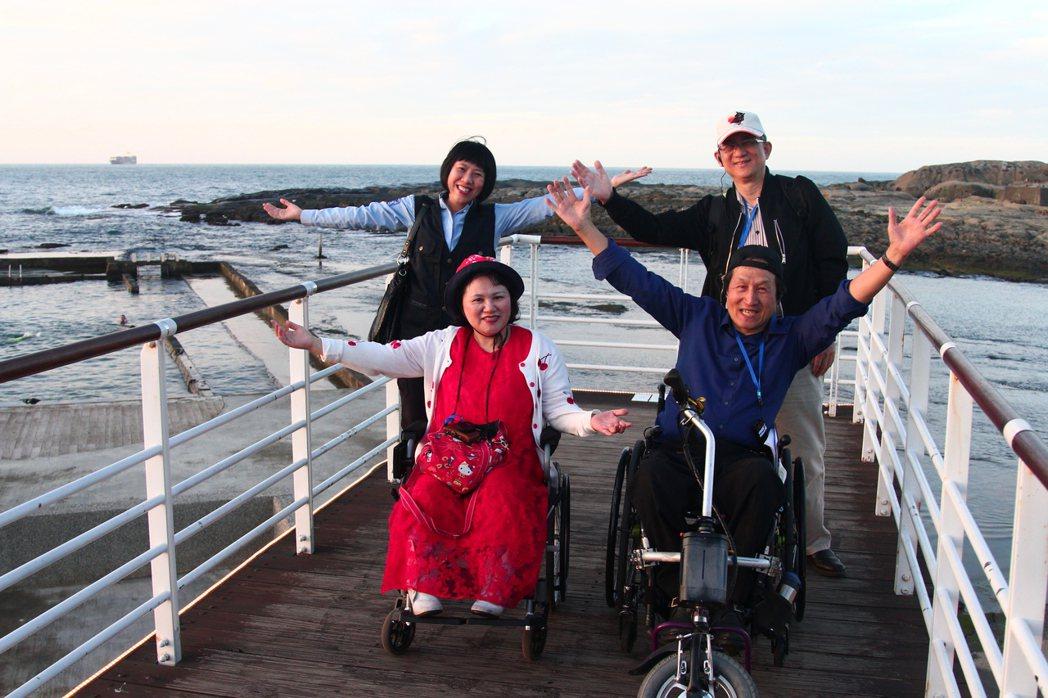 和平島公園最友善的設計是天使向海步道,無障礙的觀景平台,筆直向海面延伸,如同行走...