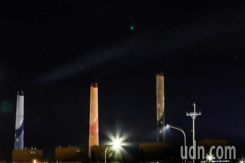 台電宣布,停機近半年的台中火力發電廠二號機因夏季用電尖峰,以及穩定供電需求,今晚7時點火供電。記者黃仲裕/攝影