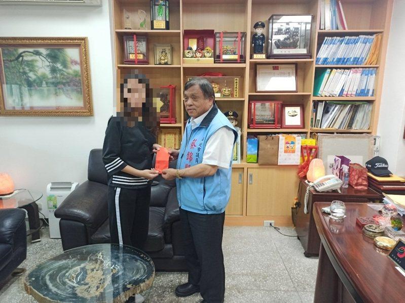 市議員蔡錦賢與在地慈善協會,長期提供小玉協助。圖/蔡錦賢服務處提供