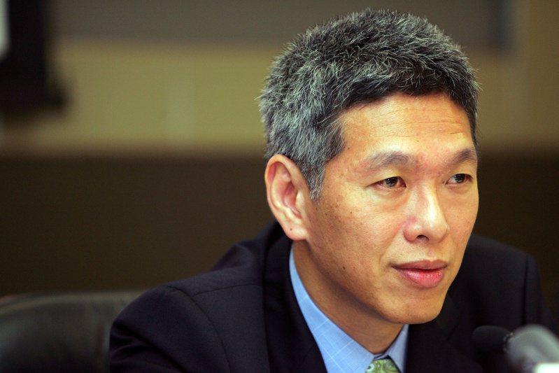 新加坡將於7月10日舉行國會大選,總理李顯龍胞弟李顯揚(圖)24日正式加入在野的新加坡前進黨,使得第一家族間的恩怨再度浮上檯面,成為這次大選的關注焦點之一。 路透社