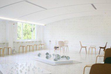 「春室 The POOL」正式開幕!首檔展覽〈玻形〉聚集港台設計師,完美體現玻璃的通透靈氣