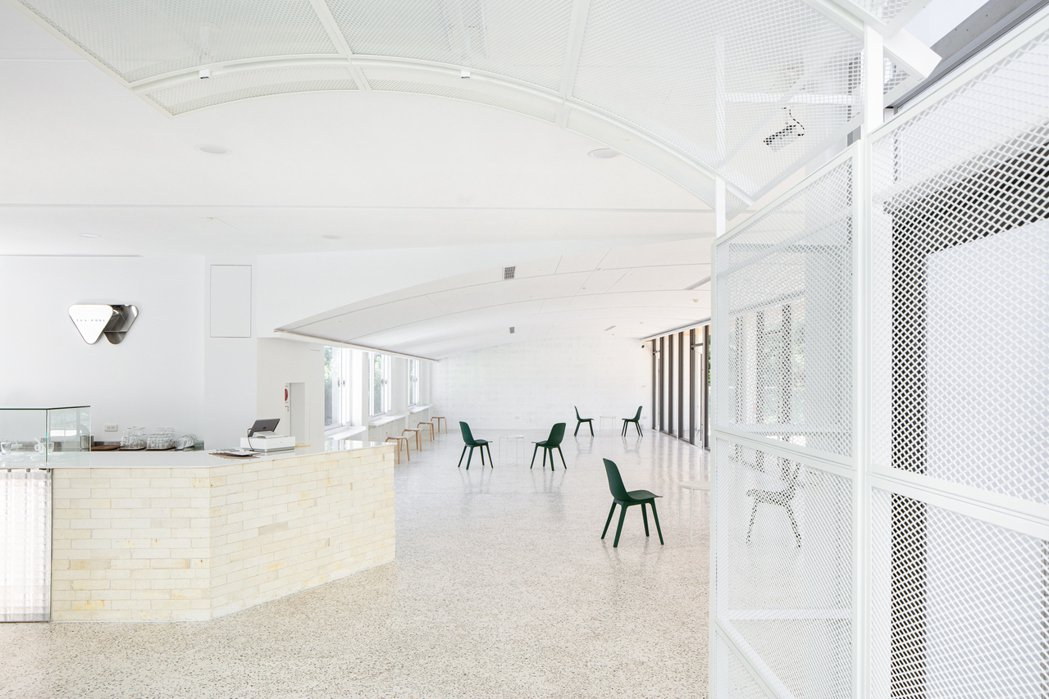 春室空靈輕盈的餐飲空間。 圖/丰宇影像
