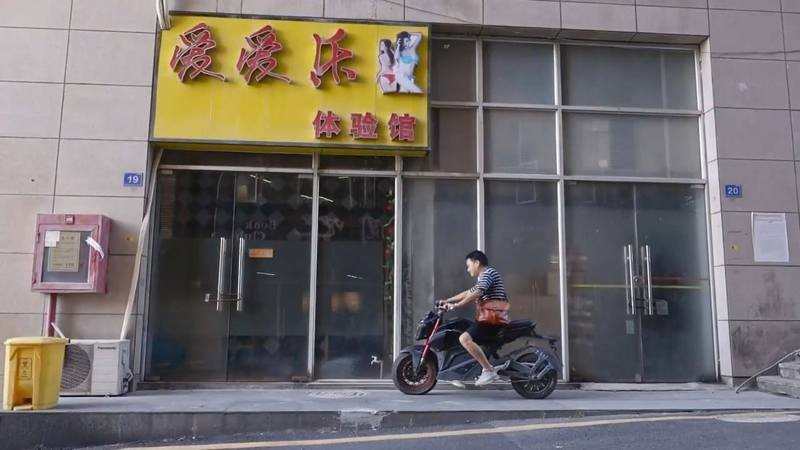 「愛愛樂」體驗館位於深圳市龍華區富士康廠區附近。 圖/翻攝自澎湃新聞
