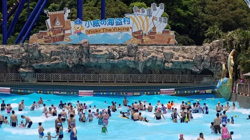 搭配端午連假,劍湖山世界推出優惠活動,今天假期首日吸引不少遊客入園暢遊。圖/劍湖山世界提供
