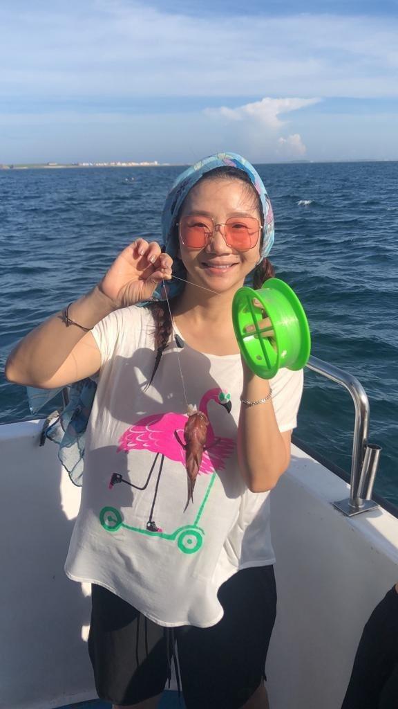 陶子嘗鮮出船海釣。圖/陶晶瑩提供