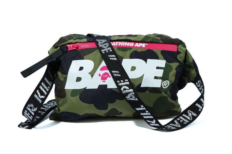 BAPE Summer Camp系列拼接連帽防風夾克,可收納成斜背包。圖/I.T...