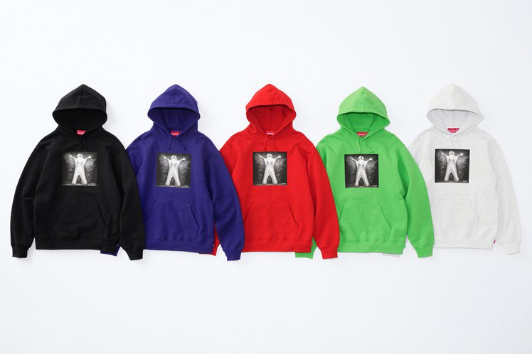 Supreme推出向前衛藝術家Leigh Bowery致敬的聯名連帽上衣。圖/摘...