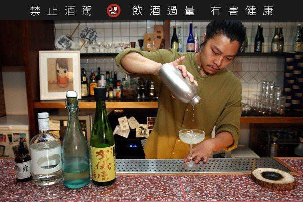 加了海苔的清酒調酒 丘香的「秋香」像湯又像酒