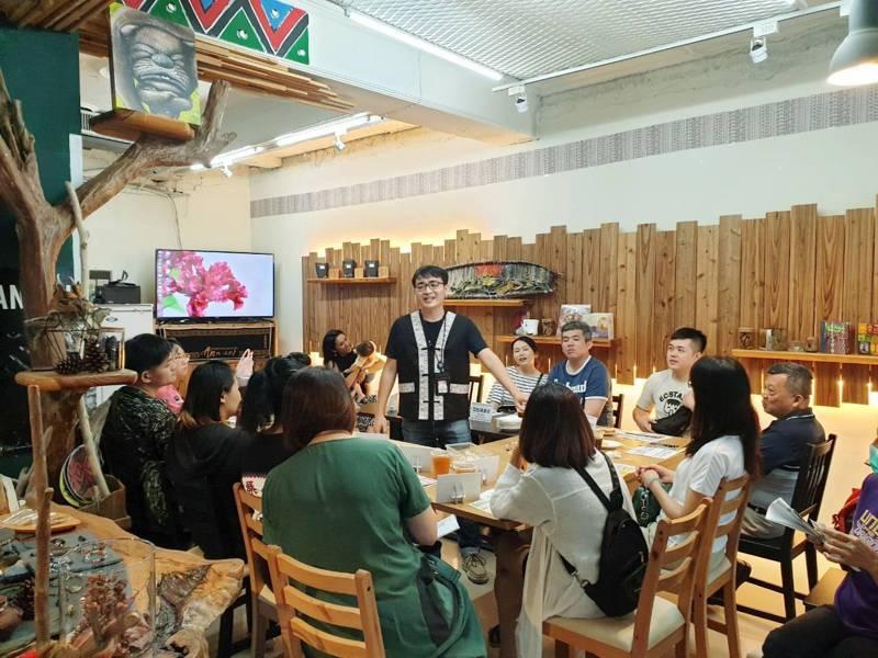 新竹市府推動消費者行動支付回饋,日前邀集店家宣傳。圖/新竹市府提供