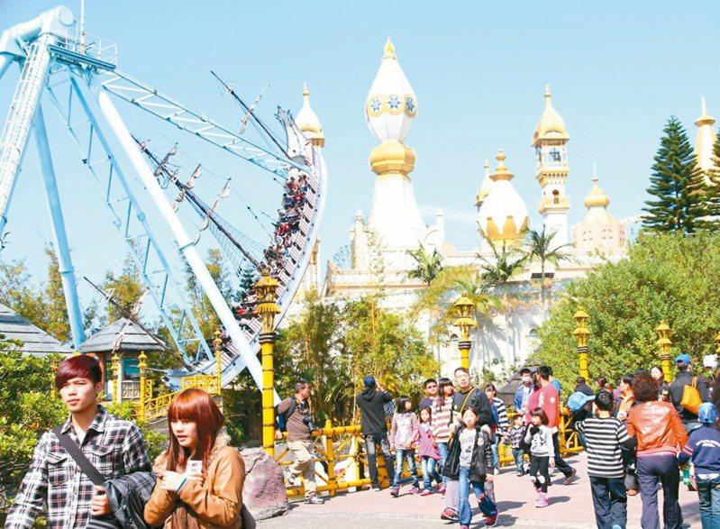 遊樂園深受大小朋友喜愛,園區內提供各種遊玩設施。圖/六福村提供
