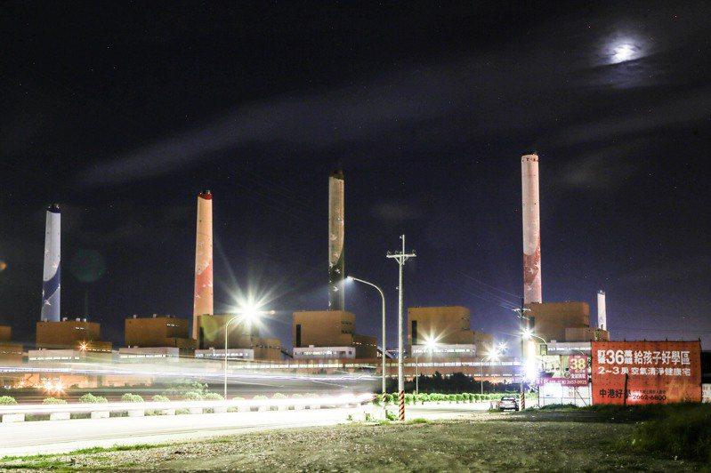 台中火力發電廠2號機前晚正式點火啟動。圖/聯合報系資料照片