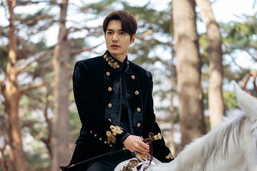 李敏鎬退伍後的新作「永遠的君主」,收視不如預期。圖/Netflix提供