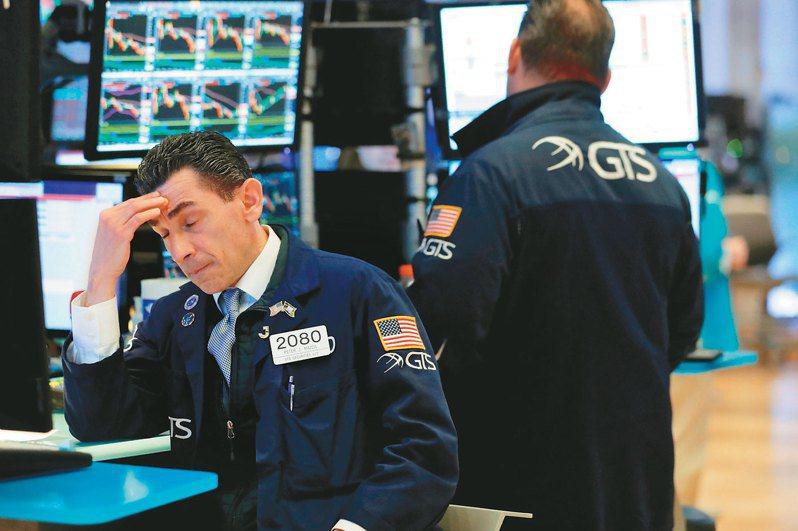 美國南部各州的新冠肺炎感染人數激增,投資人擔心經濟復甦脫軌,對全球股市動能踩煞車。(路透)