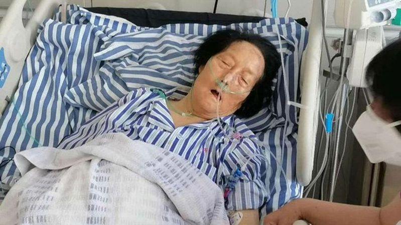 被稱為「舉手機器」的中國人大代表申紀蘭在醫院。(取材自推特)