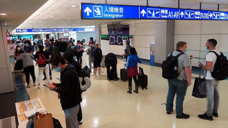 台灣開放11地境外生入境,今午將有第一批8名應屆畢業生飛抵桃園機場。示意圖/聯合報系資料照
