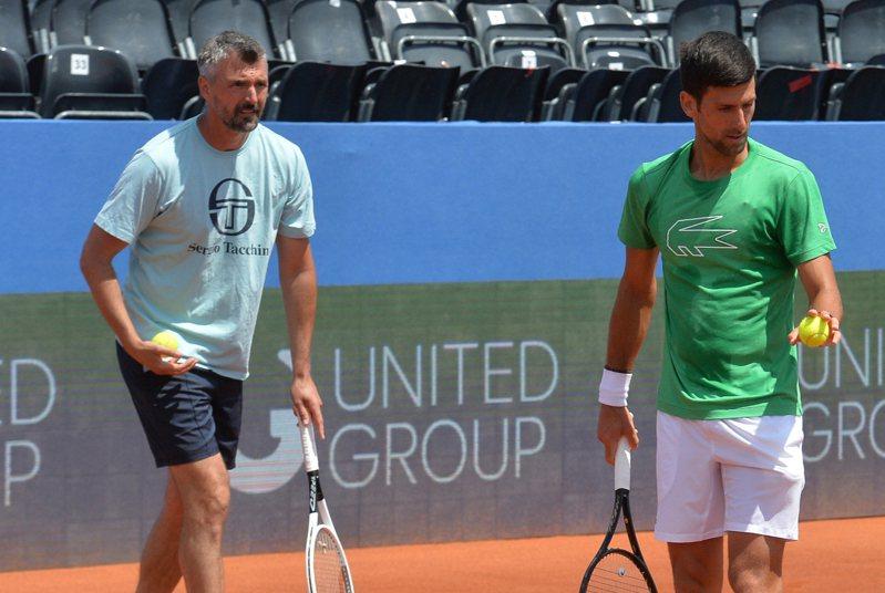 約克維奇(右)染疫確診,他的指導教練伊凡尼塞維奇(Goran  Ivanisevic,圖左)也證實感染新冠肺炎。 美聯社