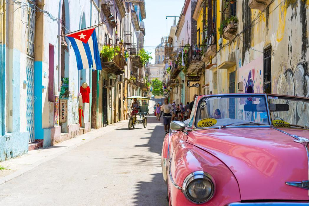 哈瓦那有太多令我醉心熱愛的人事物,從永遠的革命象徵切格瓦拉,到落地生根於此超過二...