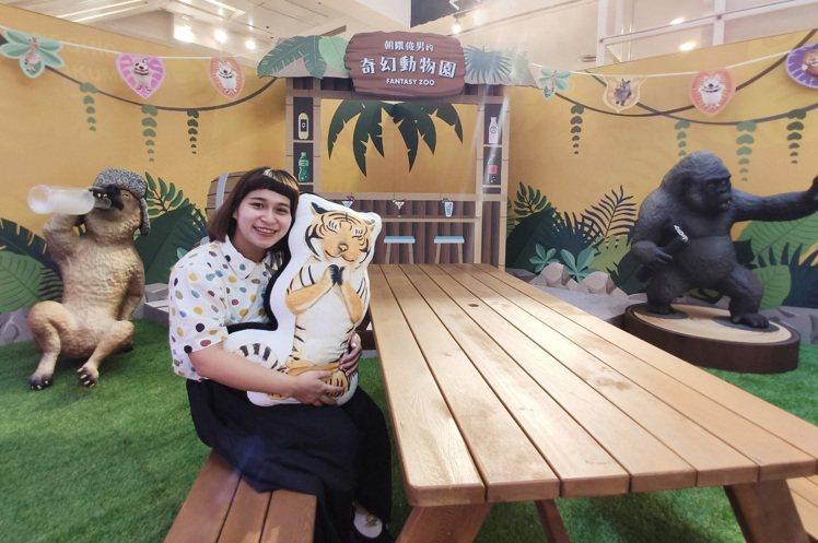 環球購物中心新北中和店打造朝隈俊男「奇幻動物園」主題裝置。圖/環球購物中心提供