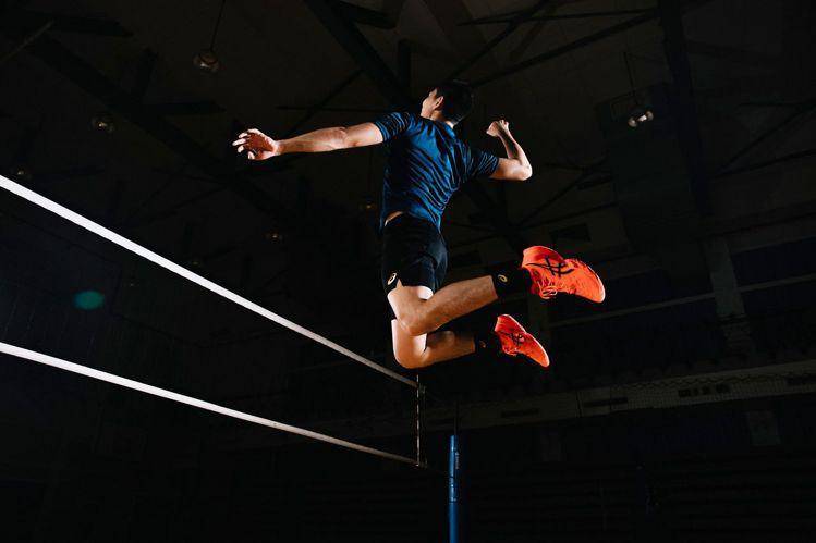 球星陳建禎搶先實測ASICS Metarise排球鞋。圖/ASICS提供