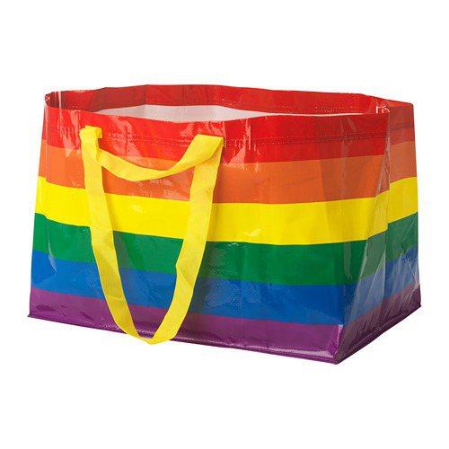 「STORSTOMMA」彩色環保購物袋,台灣售價49元。圖/摘自IKEA官網
