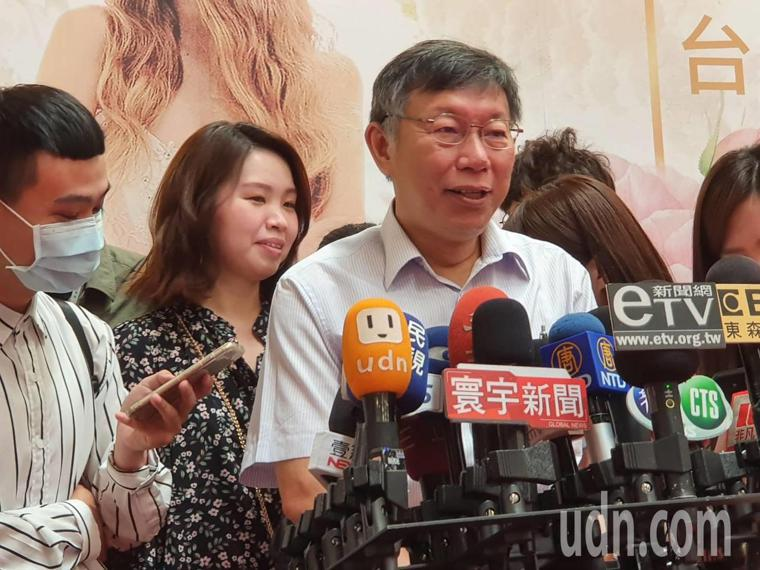 柯文哲上午到花博參加結婚購物節活動時受訪。記者楊正海/攝影