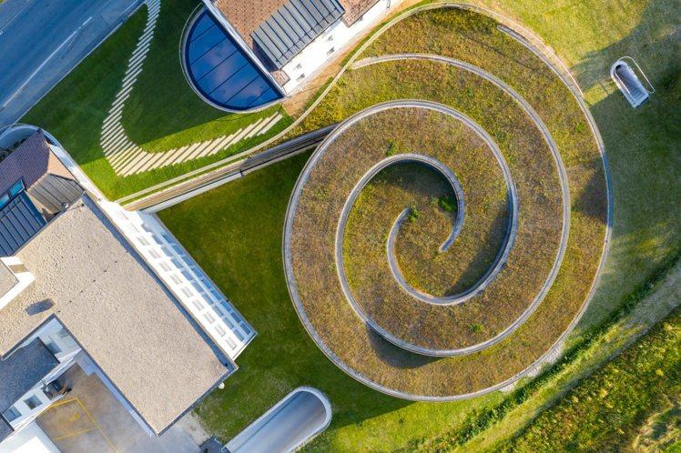 螺旋結構的建築主題,落實了愛彼在環境永續上的承諾,並符合Swiss Minerg...
