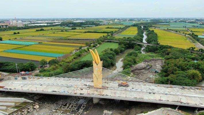 橫跨新虎尾溪的新建景觀大橋,民眾票選命名結果為「雲禾大橋」。圖/雲林縣府提供