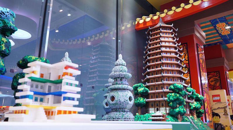 樂高杭州旗艦店端午小長假新開業,到今年年底,樂高集團將在中國開出220餘家店(含授權專賣店),覆蓋50餘個城市。每日經濟新聞