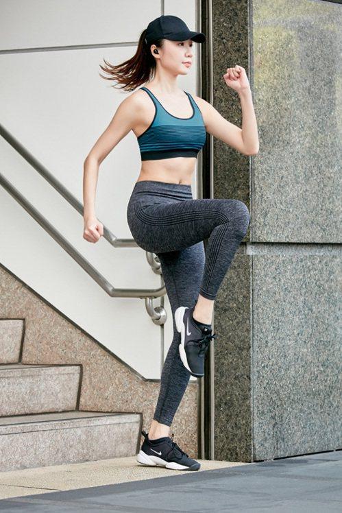 內衣、運動品牌都有依照有氧、健身、跑步、球類等運動強度,區分發展出輕度伸展到中度...
