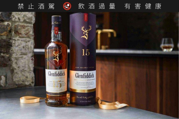 Glenfiddich格蘭菲迪15年單一麥芽威士忌,建議售價1,400元。圖/格...