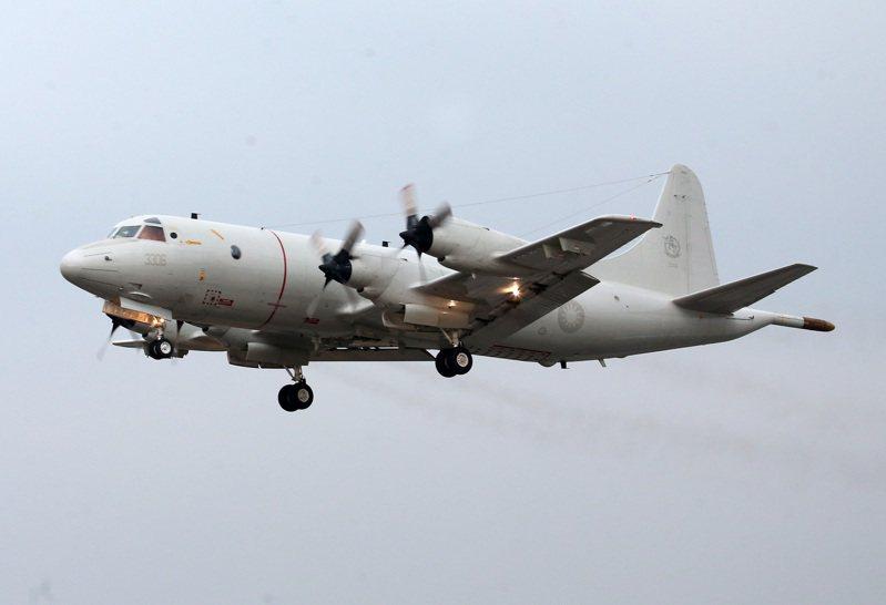 圖為P-3C反潛機進行低空進場。聯合報系資料照片/記者胡經周攝影