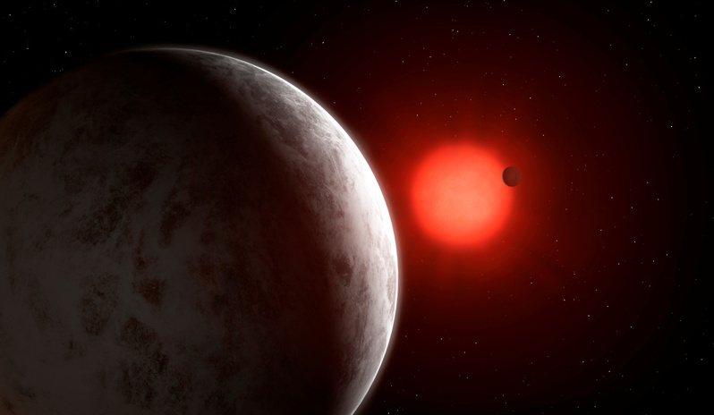 天文學家在一顆距離太陽系相對近的恆星周圍發現3顆行星,且這些行星可能像地球一樣以岩石構成。在尋找外星生命跡象的過程中,這個新發現為天文學家提供耐人尋味的可能性。 路透社