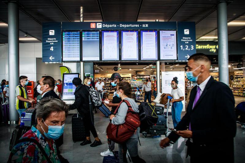 歐盟7月1日起將逐步開放邊境,圖為法國巴黎奧利機場。(歐新社)