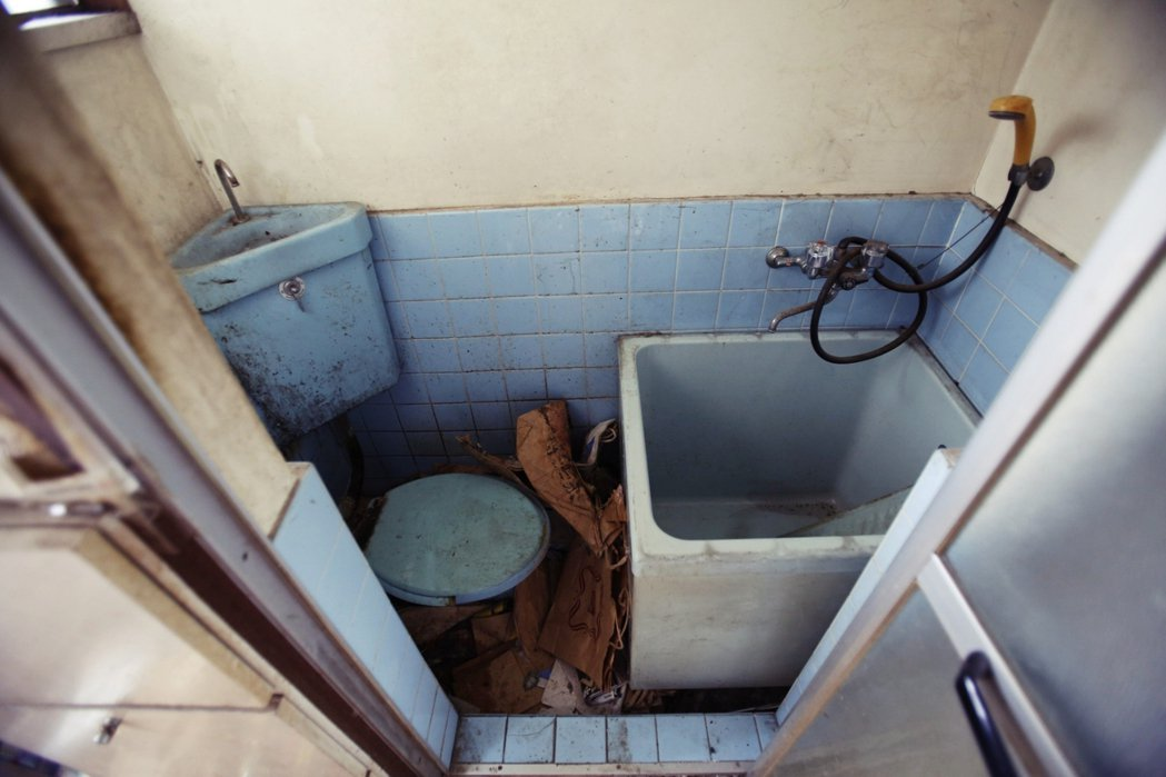 其中的「浴槽死」,意指在浴室發生的死亡事件(多為老人的意外跌倒、在浴缸中死亡,或...