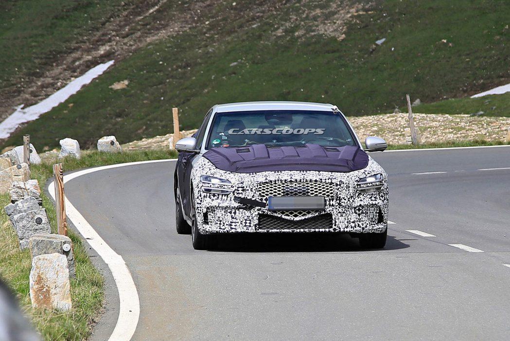 小改款Genesis G70日前在阿爾卑斯山上進行測試。 摘自Carscoops