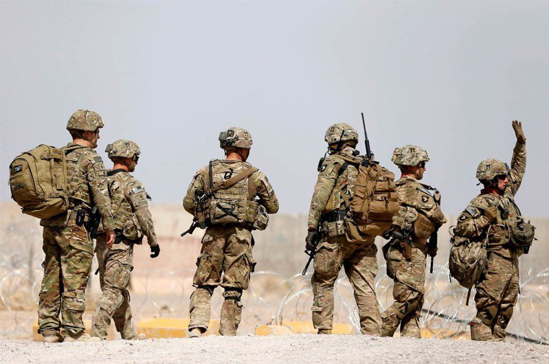 圖為美軍在駐阿富汗軍事基地。路透