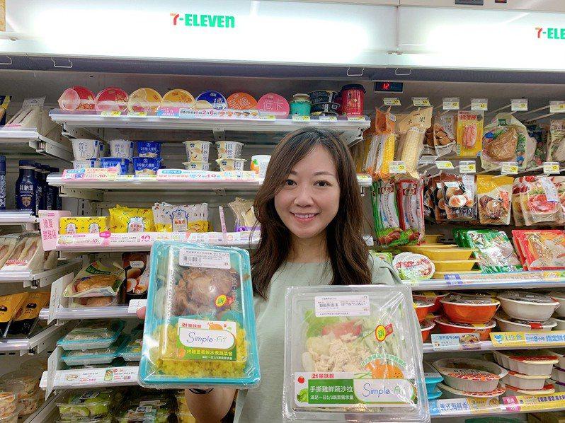 7-ELEVEN首次推出選用21風味館招牌烤香草腿排的健康水煮餐,另有台式蔥鹽風味的手撕雞肉沙拉。圖/7-ELEVEN提供