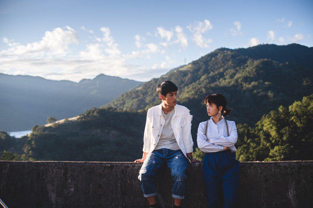 嚴正嵐(右)、李冠毅演出「老姑婆的古董老菜單」。圖/華視提供