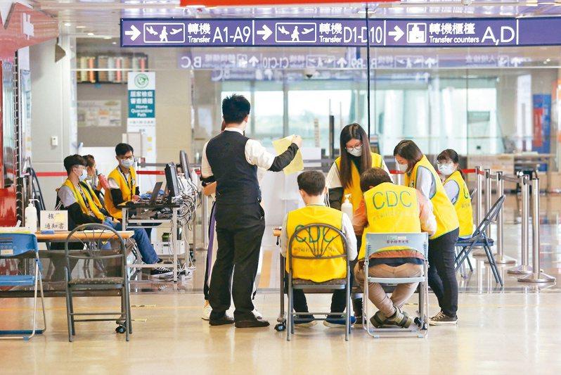 教育部首批開放香港、澳門、越南等11國共2238名應屆畢業境外生返台,只占5%,仍有4萬名境外新生與舊生被擋在國門外。本報資料照片