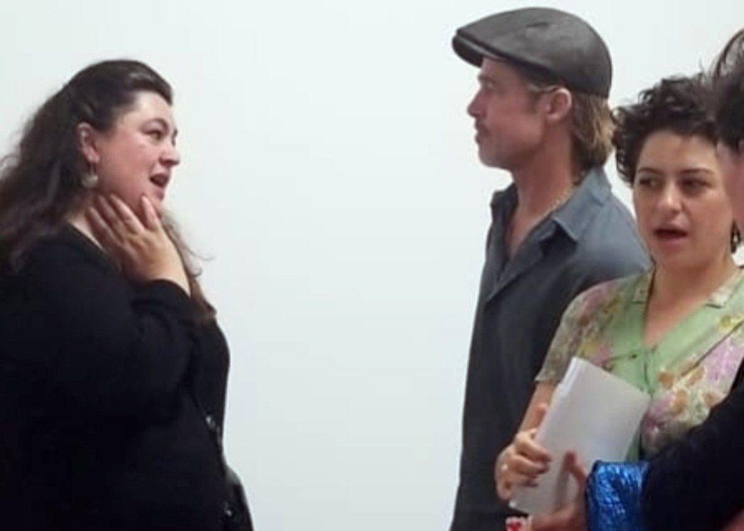 布莱德彼特(中)被拍到和艾莉亚萧凯特(右)看展览,绯闻传到现在,女方终于公开否认...