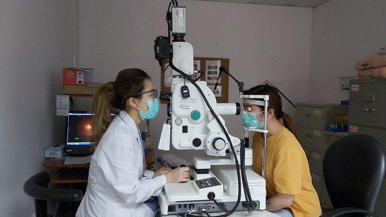 高度近視、曾動過眼部手術、中老年人等視網膜剝離高風險群,一旦出現剝離前兆的飛蚊症...