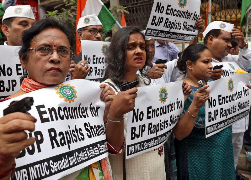 即使印度女性上街抗议争取权益,印度性侵案仍不断发生。 (路透)