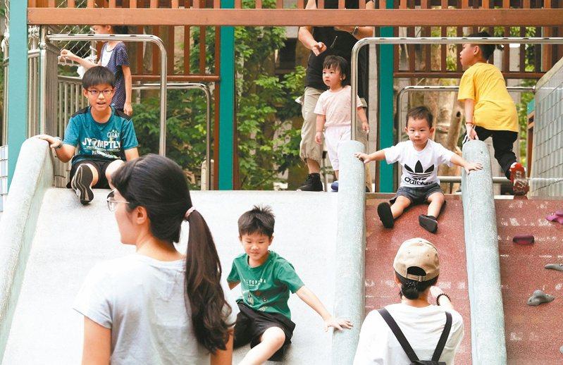 民間團體呼籲,國小設「零年級」滿足五歲教育需求。記者林俊良/攝影