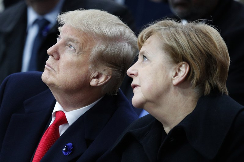 德國總理梅克爾(右)與美國總統川普(左)似乎漸行漸遠。(美聯社)