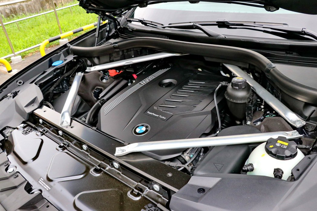 3.0升直列六缸渦輪增壓引擎。 記者陳威任/攝影
