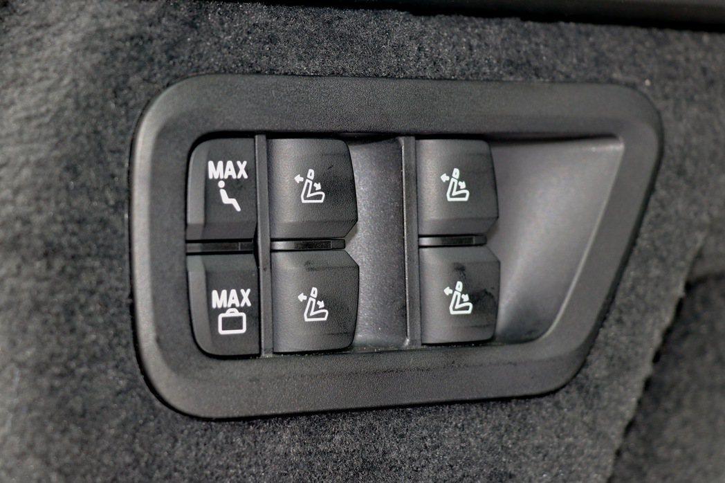 透過電動控制一鍵完成傾倒和復位相當便利。 記者陳威任/攝影