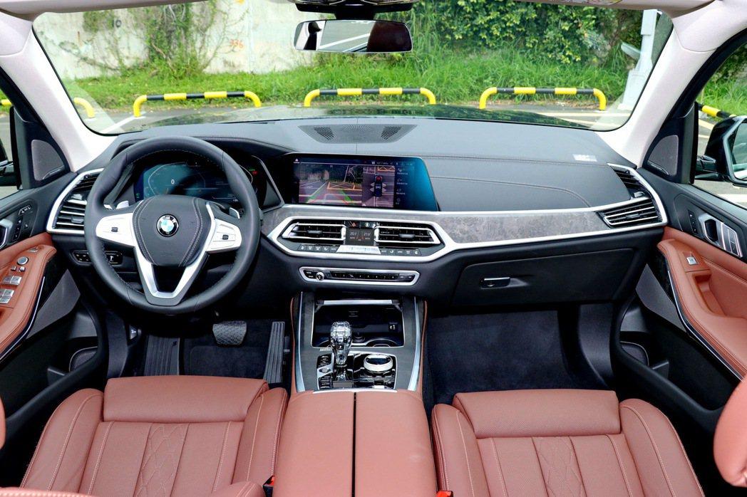 X7內裝兼具科技感及豪華感。 記者陳威任/攝影