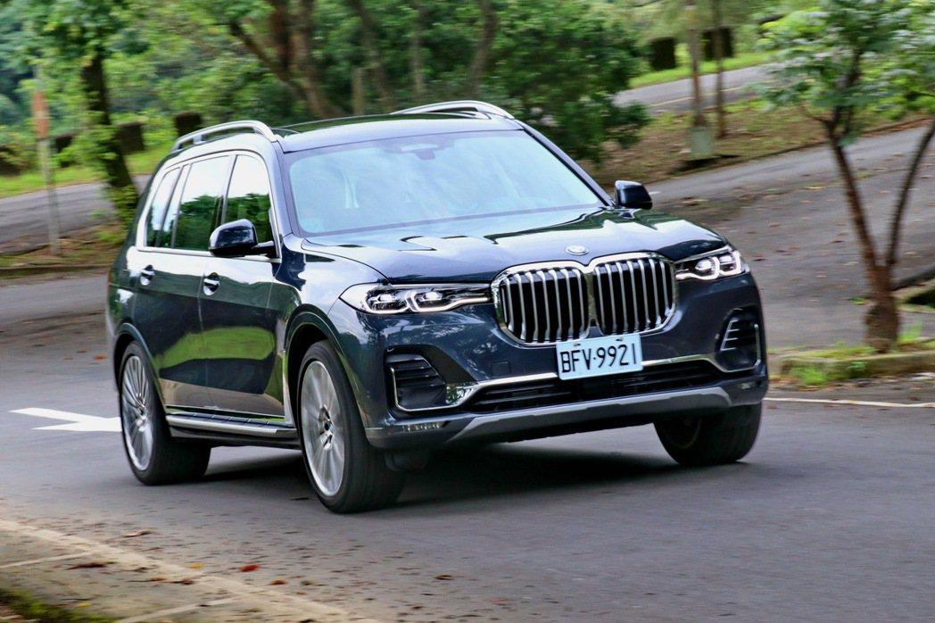 X7依然保持BMW優異的操駕血統。 記者陳威任/攝影